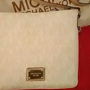 Gorgeous Signature Michael Kors Crossbody